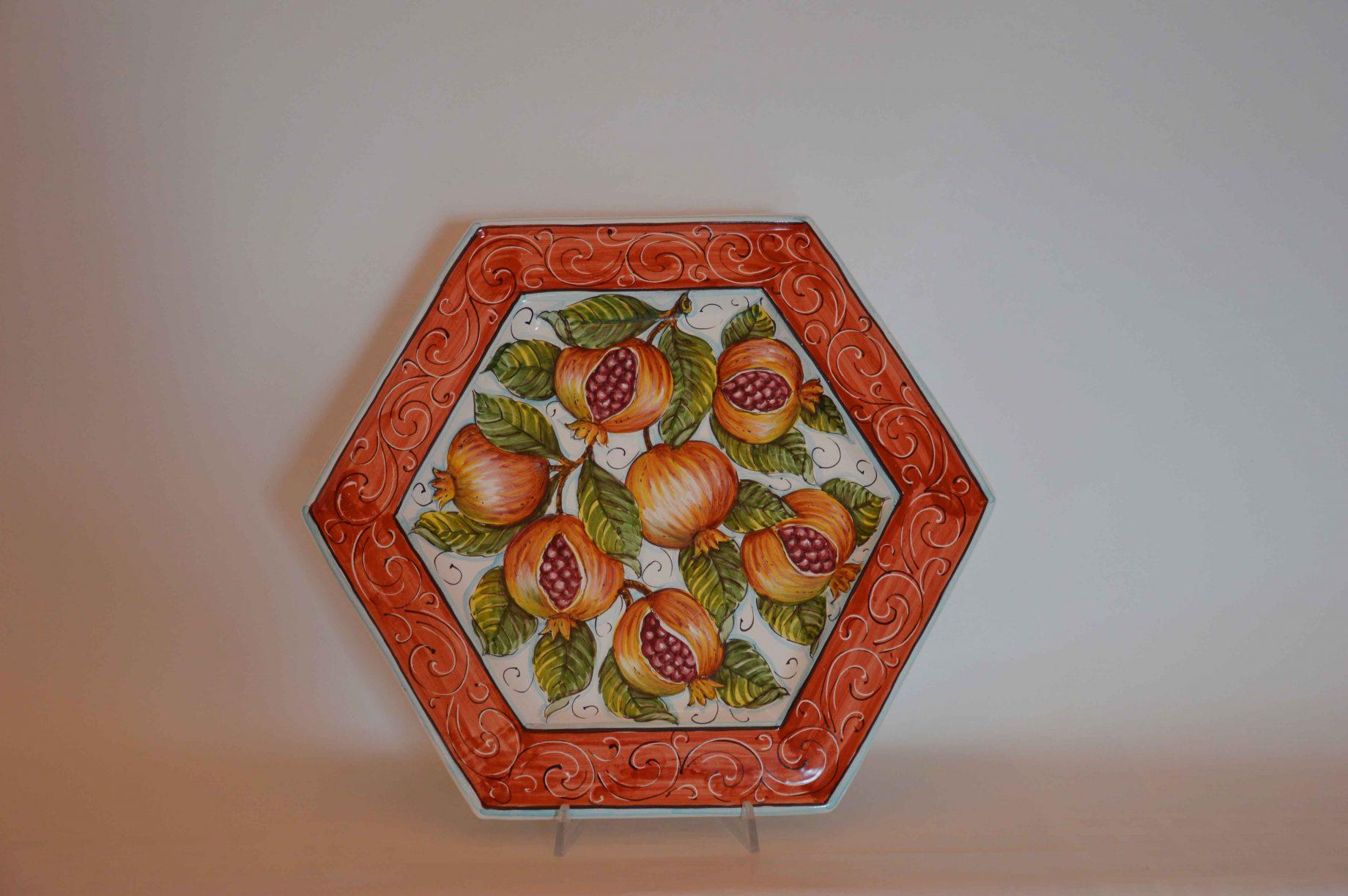 Piatto esagonale con melograni